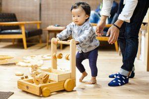 學步車是寶寶練習走路的好幫手