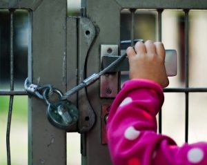 選擇可以自動回門上鎖的商品