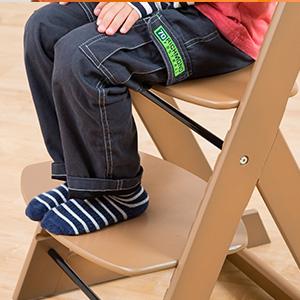 用餐的餐椅建議選購有腳踏板的款式