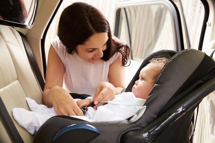 可當寶寶小睡床使用的「車用安全座椅」