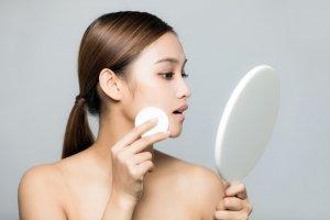 膚色蜜粉餅:補妝、控油、防脫妝