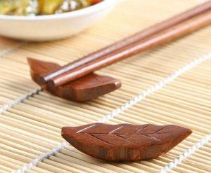10. 樹葉造型木質筷架/1入
