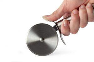 依刀刃的材質及手把的形狀來挑選