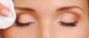 請小心輕柔地對待您眼周的肌膚
